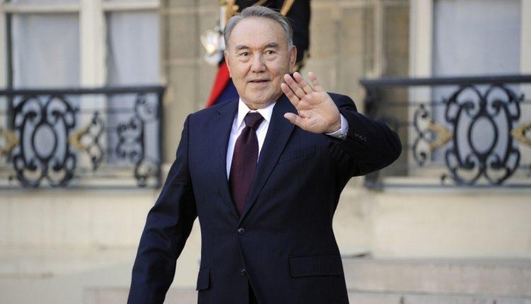 Нұрсұлтан Назарбаев Әзербайжанға ресми сапармен келді