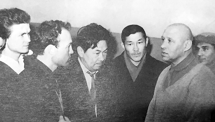 Шоқыр Бөлтековтің КСРО-ның абсолютті чемпионы  Николай Королевпен жүздесіп тұрған сәті. 1957 жыл