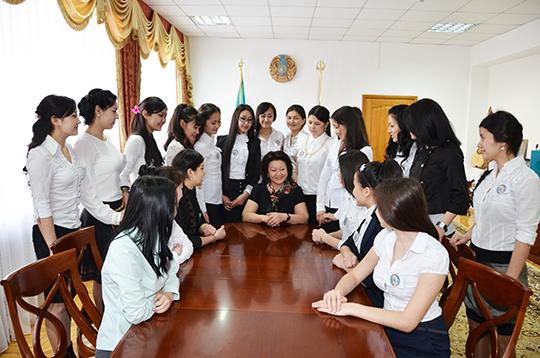 Ректор Динар Нөкетаеваның студент жастармен кездесуі.